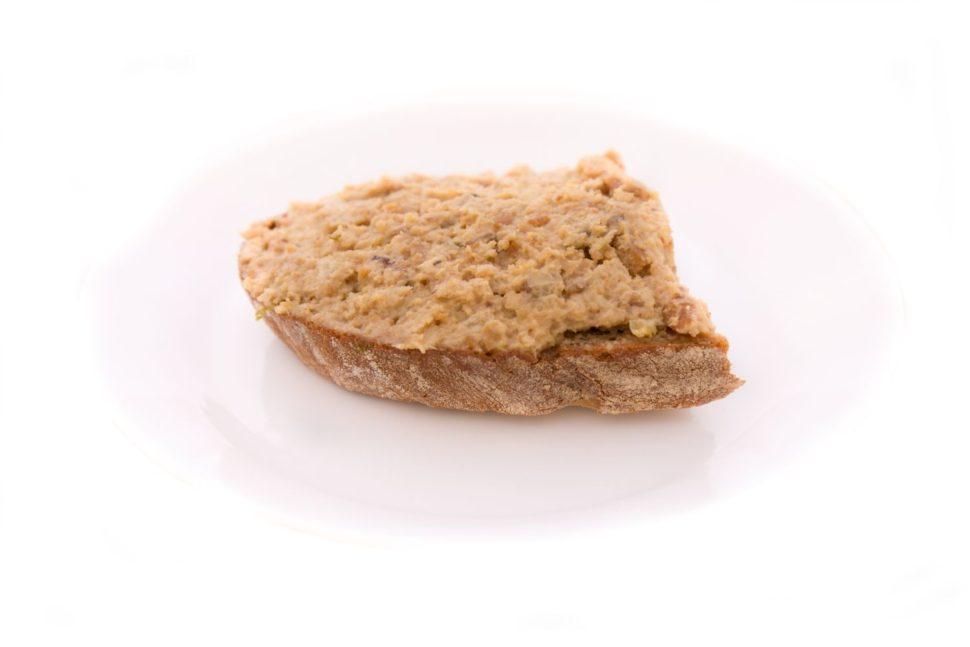 Škvarková pomazánka naklasickém chlebu