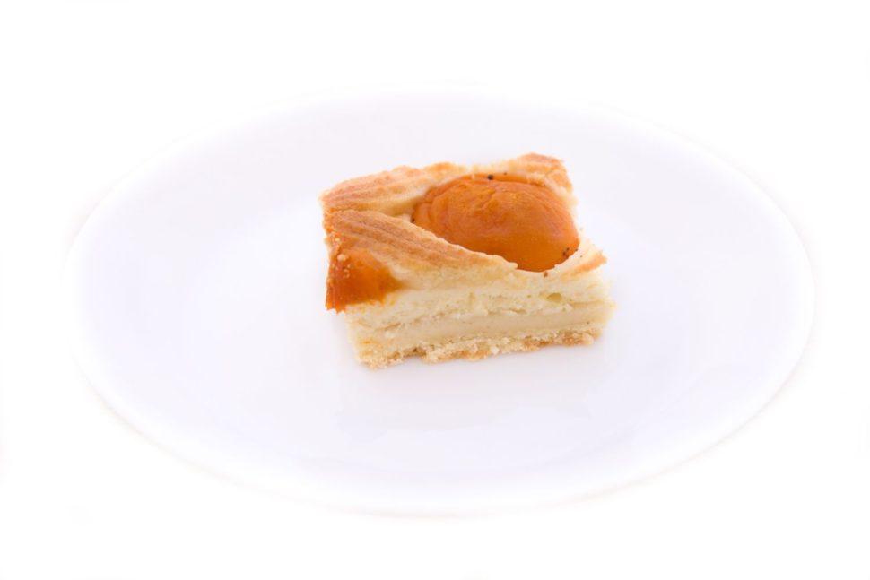 Mřížkový koláč stvarohem aovocem